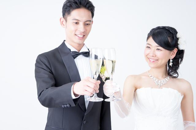 結婚披露宴乾杯の挨拶やスピーチに使える言葉の例文や手紙・メールに使える文例